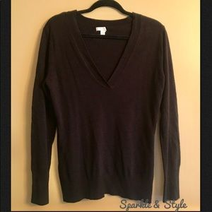 🆕 ✨MAKE AN OFFER✨V-neck sweater